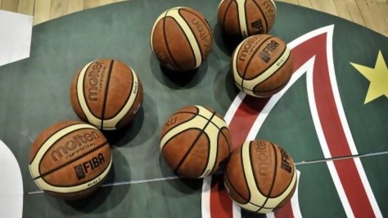 Los tomawhisky pararon el basket y la euforia desmedida de los hinchas de Peñarol — Darwin - Columna Deportiva — No Toquen Nada | El Espectador 810