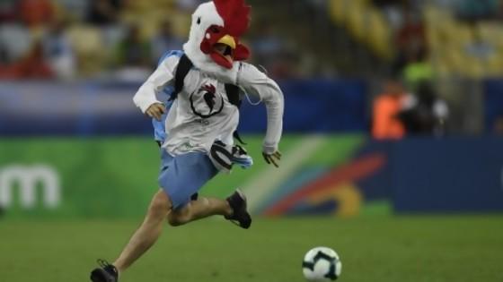 El pollo que cambió el partido con Chile y la fuga de Morabitto — Columna de Darwin — No Toquen Nada | El Espectador 810