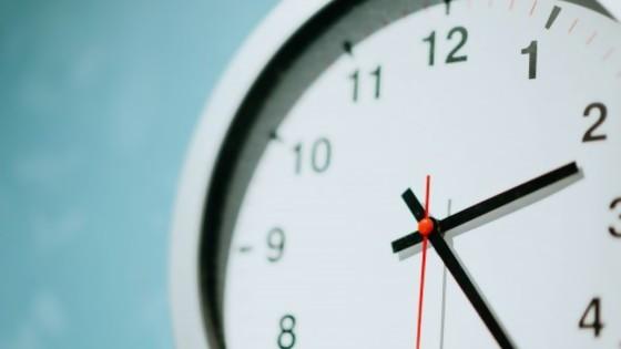 Puntuales comenzamos, puntuales explicamos, que cosa más extraña que es la puntualidad — El mostrador — Bien Igual | El Espectador 810