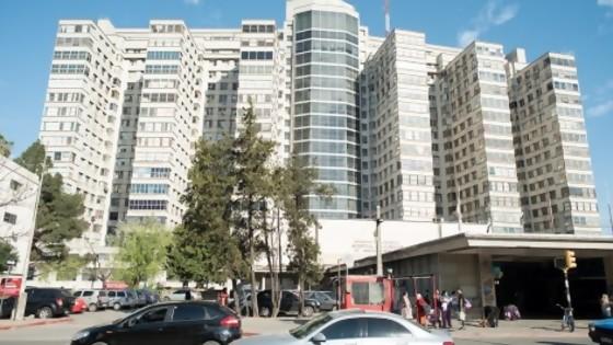 Se picó el Hospital de Clínicas, es el Salón Makao de la Pandemia, un Tinder de población de riesgo — Columna de Darwin — No Toquen Nada | El Espectador 810
