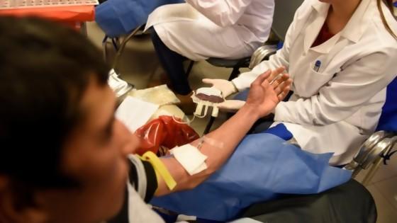Se presentó la Unidad Móvil de Aféresis del Hemocentro Regional de Maldonado — Qué tiene la tarde — Más Temprano Que Tarde | El Espectador 810