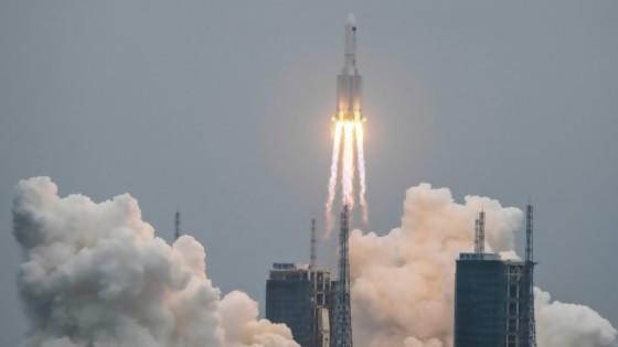 Eventos raros: un cohete en caída libre (de libertad china), un sismo en Florida y madres sin burbujas — Columna de Darwin — No Toquen Nada | El Espectador 810