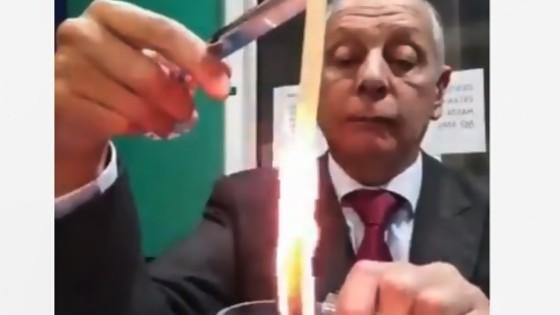El covicho se carga políticamente a Netanyahu, de los difíciles: 12 años en el poder y con Pfizer / Repercusiones del avistamiento presidencial en la Nave de Blanca — Columna de Darwin — No Toquen Nada | El Espectador 810