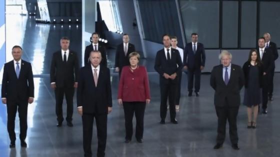 Realidades paralelas: los autoparlantes, la grandilocuencia decadente del G7, la OMS, la DW en español y la bancada oficialista  — Columna de Darwin — No Toquen Nada | El Espectador 810