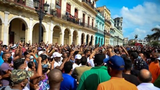 Coalición multicolor se pronuncia sobre Cuba — Qué tiene la tarde — Más Temprano Que Tarde | El Espectador 810