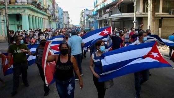 Cuál fue la tormenta perfecta para el estallido social en Cuba — La Entrevista — Más Temprano Que Tarde | El Espectador 810