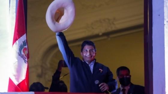 Perú tiene presidente, y viene a caballo. Darwin dice que cada presidente tiene un vehículo, como los PawPatrol — Columna de Darwin — No Toquen Nada | El Espectador 810