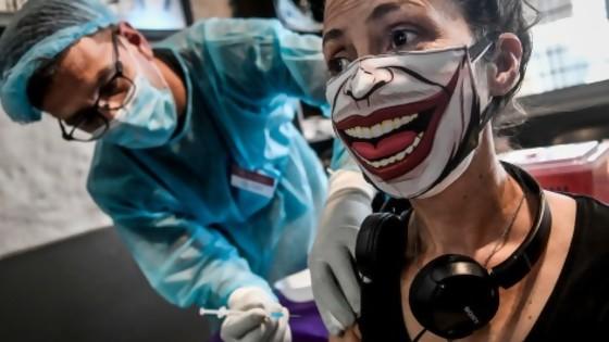 La OMS y la tercera vacuna / Crónica de una chinchilla fallecida en la mesa de operaciones — Columna de Darwin — No Toquen Nada | El Espectador 810