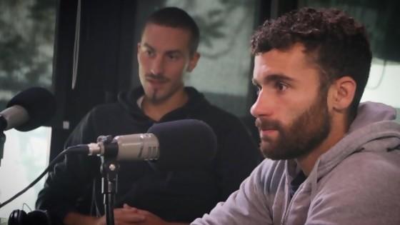 """La vida de Bruno Cetraro y Felipe Klüver y el espíritu de ir """"como una locomotora para adelante"""" — Charlemos de vos — Abran Cancha   El Espectador 810"""