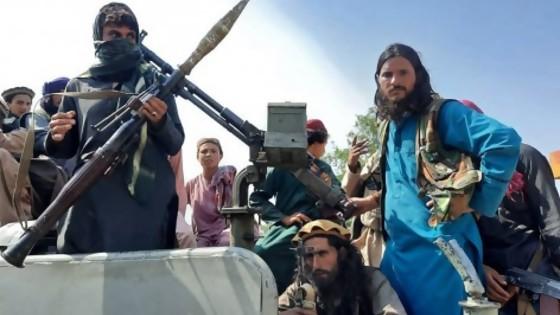Niños: nunca invadan Afganistán / Visita de Lacalle Rou a Alberte en medio del Fotofabiola Gate — Columna de Darwin — No Toquen Nada | El Espectador 810