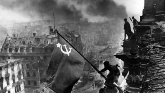 Bandera soviética en Berlín: una foto armada para la ocasión inspirada en Iwo Jima — Leo Barizzoni — No Toquen Nada | El Espectador 810