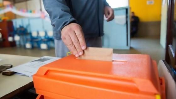Las encuestas y el voto migratorio — Victoria Gadea — No Toquen Nada | El Espectador 810