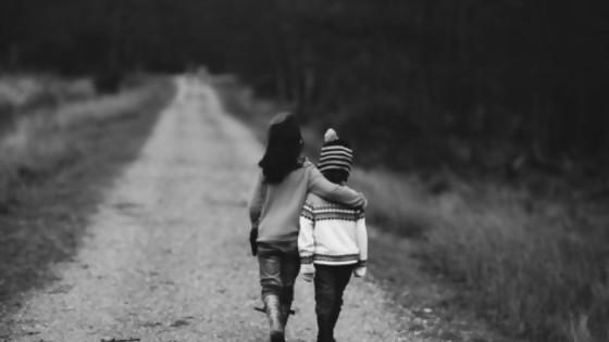 Cuestionando la amistad: ¿Qué sentimiento nos une a un amigo? — Darío Sztajnszrajber — Otro Elefante | El Espectador 810