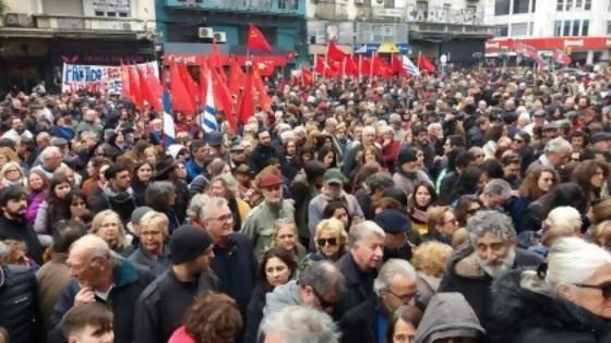 Miles de personas se reúnen en la Universidad de la República para homenajear a Eduardo Bleier — Qué tiene la tarde — Más Temprano Que Tarde | El Espectador 810