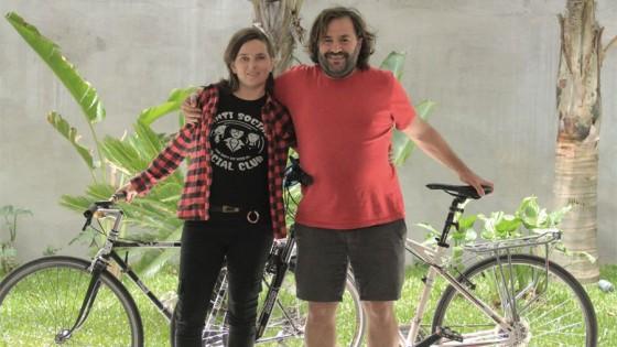 Mujer, mecánica y bicicletera — El maravilloso mundo de Moncho Licio — Otro Elefante | El Espectador 810