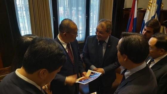 Con la convicción de concretar inversiones, el Gobierno Departamental del Florida recibió a delegación de China — Economía — Dinámica Rural | El Espectador 810