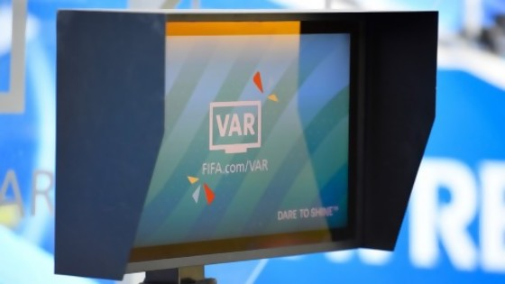 Cuándo se usa el VAR según la FIFA y cuándo según Darwin — Columna de Darwin — No Toquen Nada | El Espectador 810