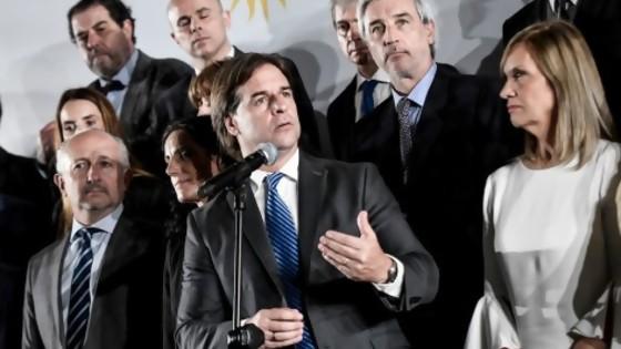 Darwin y el gabinete: las corbatas de Lacalle y el triunfo de Sanguinetti — Columna de Darwin — No Toquen Nada | El Espectador 810