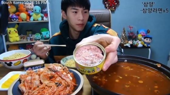 Muckbang: la última perversión gastronómica llegó de Corea — Gustavo Laborde — No Toquen Nada | El Espectador 810