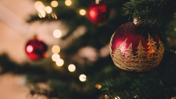 ¿Qué canción no puede faltar en Navidad? — Encantada — Bien Igual | El Espectador 810