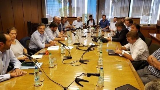 Competitividad, rentabilidad y deuda de Venezuela estuvieron en la reunión de Uriarte e integrantes del complejo lácteo — Lechería — Dinámica Rural | El Espectador 810