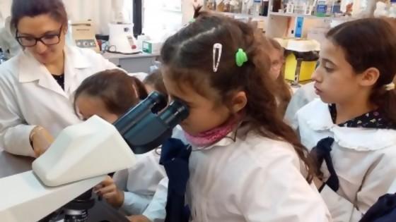 11 de febrero, Día de la mujer y la niña en la ciencia — Qué tiene la tarde — Más Temprano Que Tarde | El Espectador 810
