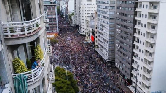La marcha del 8M y la foto del campeón  — El mostrador — Bien Igual | El Espectador 810