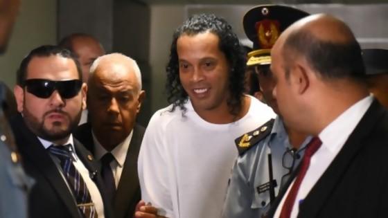 "Ronaldinho: del pasaporte falso al posible lavado con ""Fraternidad Angelical"" — Denise Mota — No Toquen Nada | El Espectador 810"