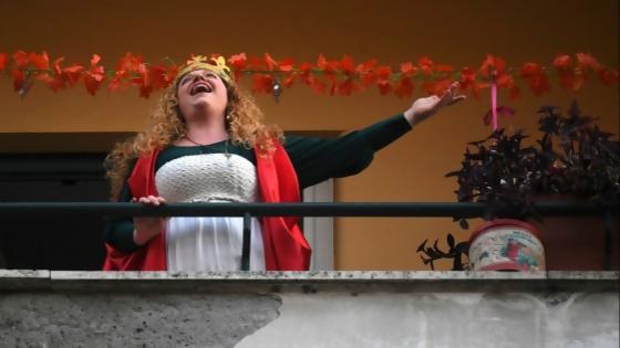La vecina que canta — De qué te reís: Diego Bello — Más Temprano Que Tarde | El Espectador 810