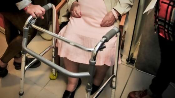 Los protocolos del gobierno no prohíben visitas a residenciales y hogares  — Informes — No Toquen Nada | El Espectador 810