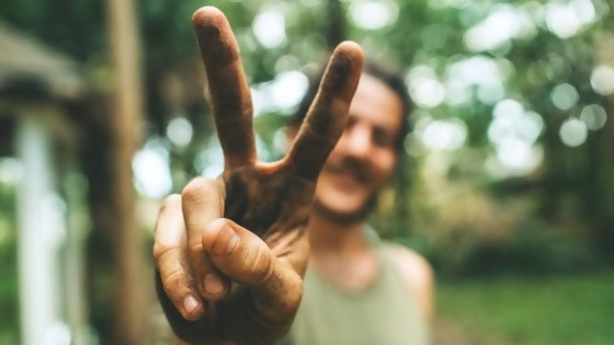 El hippie y el escribano — De qué te reís: Diego Bello — Más Temprano Que Tarde | El Espectador 810