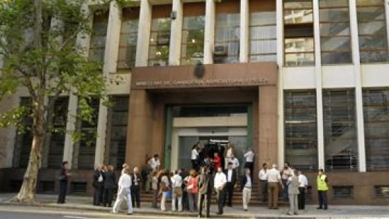 AFGAP: 'El gobierno uruguayo parece estar dispuesto a privatizar servicios del MGAP' — gremiales — Dinámica Rural | El Espectador 810