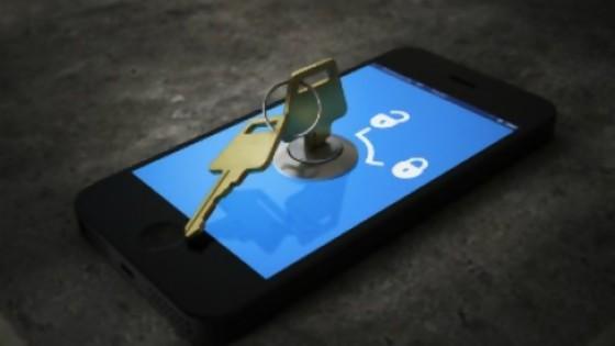 ¿Hay que darle la clave del celular a la pareja de uno? — El mostrador — Bien Igual | El Espectador 810