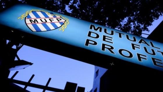 Los jugadores demandan a Tenfield y la AUF por 20 millones de dólares — Diego Muñoz — No Toquen Nada | El Espectador 810