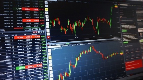 Mercados internacionales  — Palo y a la bolsa: espacio de inversiones — Bien Igual | El Espectador 810
