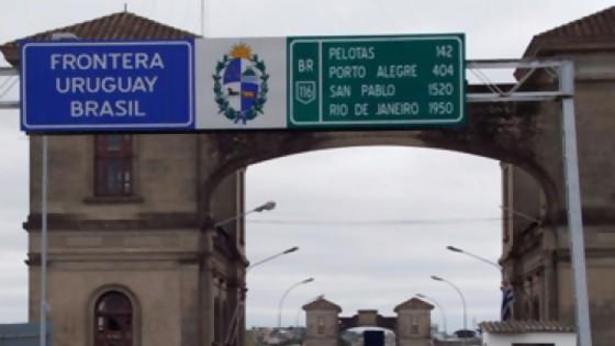 Las restricciones a la movilidad en Rio Grande, llevan al cruce de frontera hacia Uruguay en busca de consumo y recreación — La Entrevista — Más Temprano Que Tarde | El Espectador 810