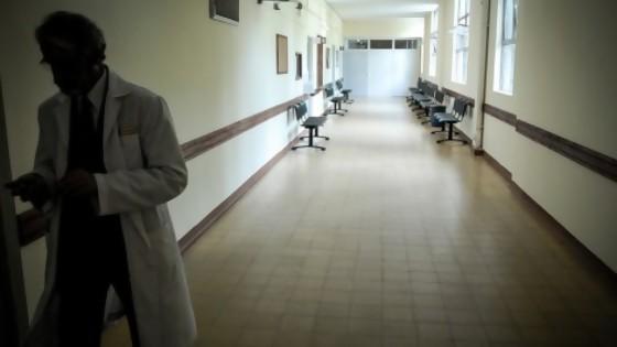 Atención presencial y cirugías fueron postergadas hasta mayo — Informes — No Toquen Nada | El Espectador 810
