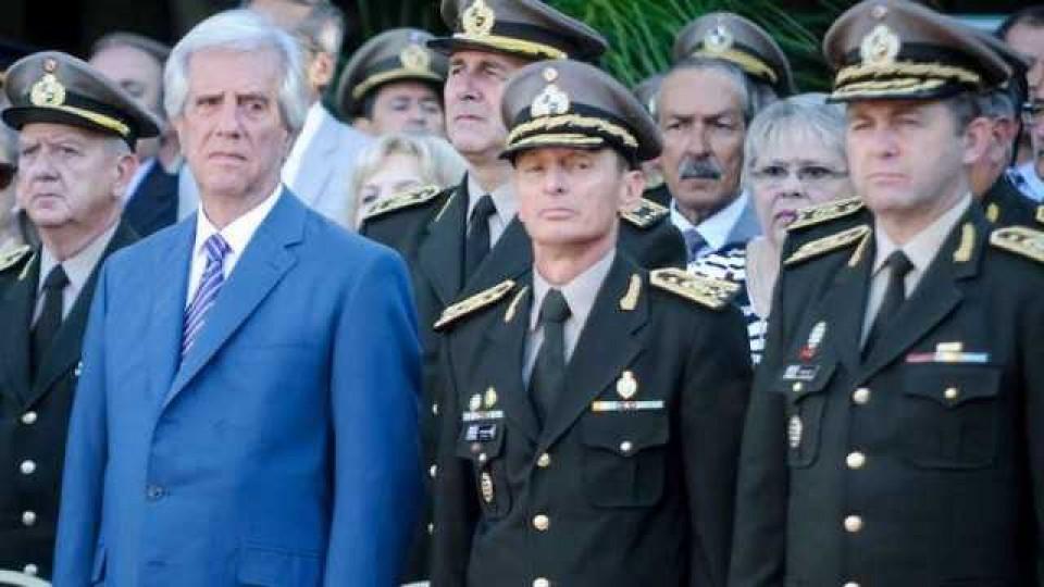 Vázquez destituyó la cúpula militar —  Qué tiene la tarde — Más Temprano Que Tarde | El Espectador 810