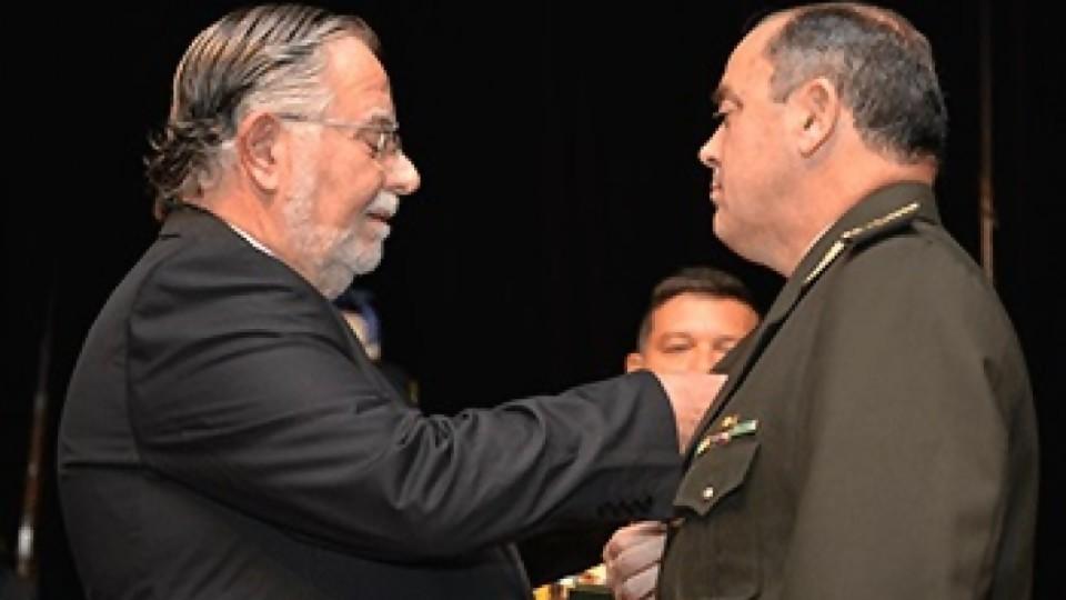 Polémicos dichos del comandante en jefe en su asunción —  Qué tiene la tarde — Más Temprano Que Tarde | El Espectador 810