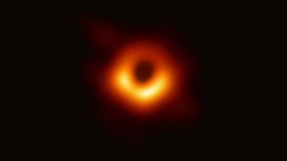 Darwin y un astrónomo para explicar la primera imagen de un agujero negro —  NTN Concentrado — No Toquen Nada | El Espectador 810