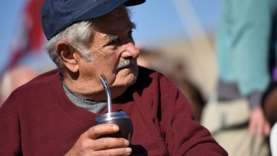 Mujica y la tanqueta, Guaidó y sus planes del correcaminos —  Columna de Darwin — No Toquen Nada | El Espectador 810