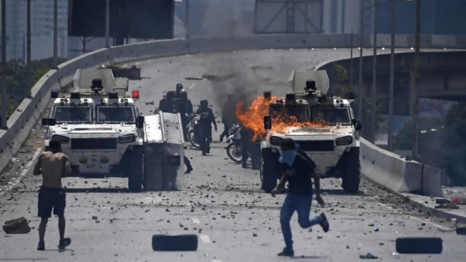 Crónica de las 48 horas de confusión desde las calles de Caracas —  Colaboradores del Exterior — No Toquen Nada | El Espectador 810
