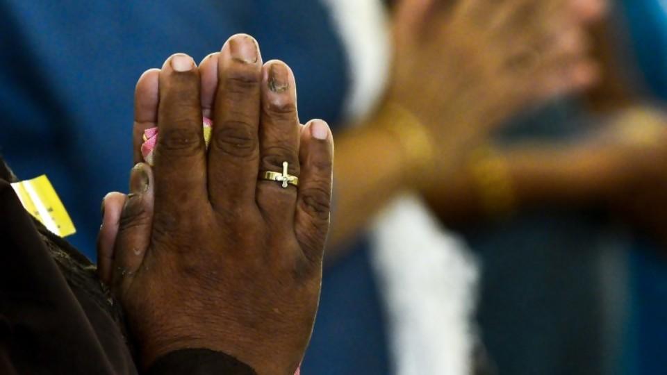 No te hagas el ateo: El rezo —  El maravilloso mundo de Moncho Licio — Otro Elefante | El Espectador 810