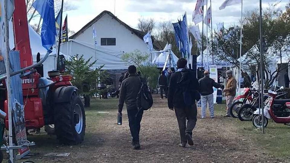 Hasta el sábado se desarrolla la 9ª Feria de Prolesa, con importantes descuentos para el productor —  Lechería — Dinámica Rural | El Espectador 810