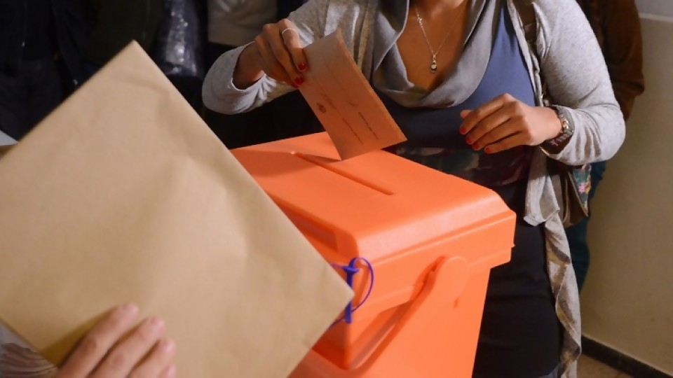 ¿Deben votar los uruguayos que viven en el exterior? —  El mostrador — Bien Igual | El Espectador 810