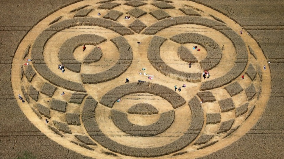 Crop Circle: ¿Comunicación del más allá o el mayor fraude de la historia? —  Pablo Silvera  — Otro Elefante | El Espectador 810