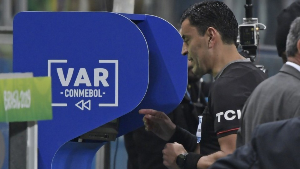 La tecnología y el fútbol —  El mostrador — Bien Igual | El Espectador 810