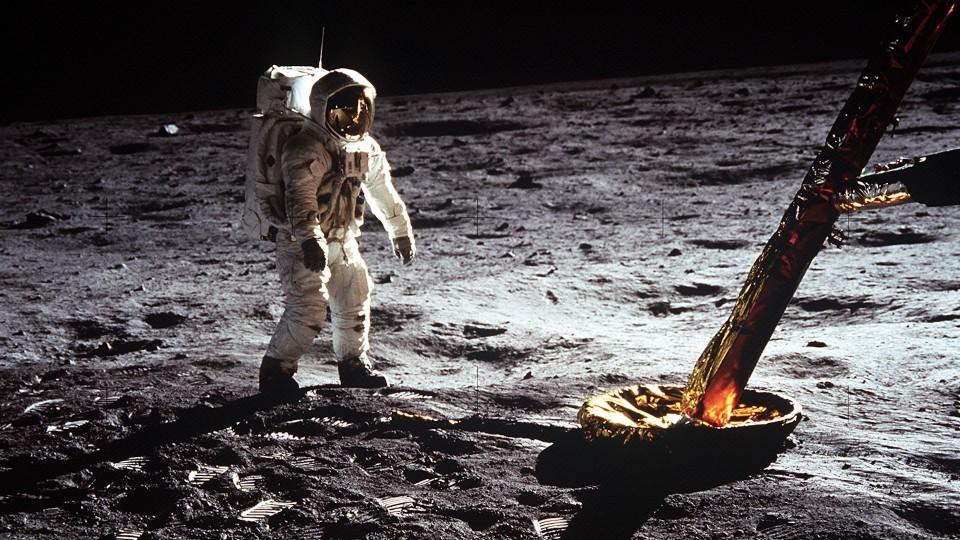 Cómo el hombre llegó a la luna y para qué sirvió —  Fede Hartman — No Toquen Nada | El Espectador 810