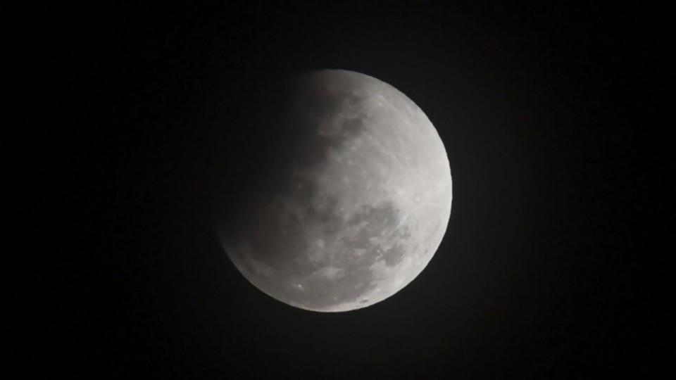 La inclinación y las estaciones: lo que debemos agradecerle a la Luna —  Entrevistas — No Toquen Nada | El Espectador 810