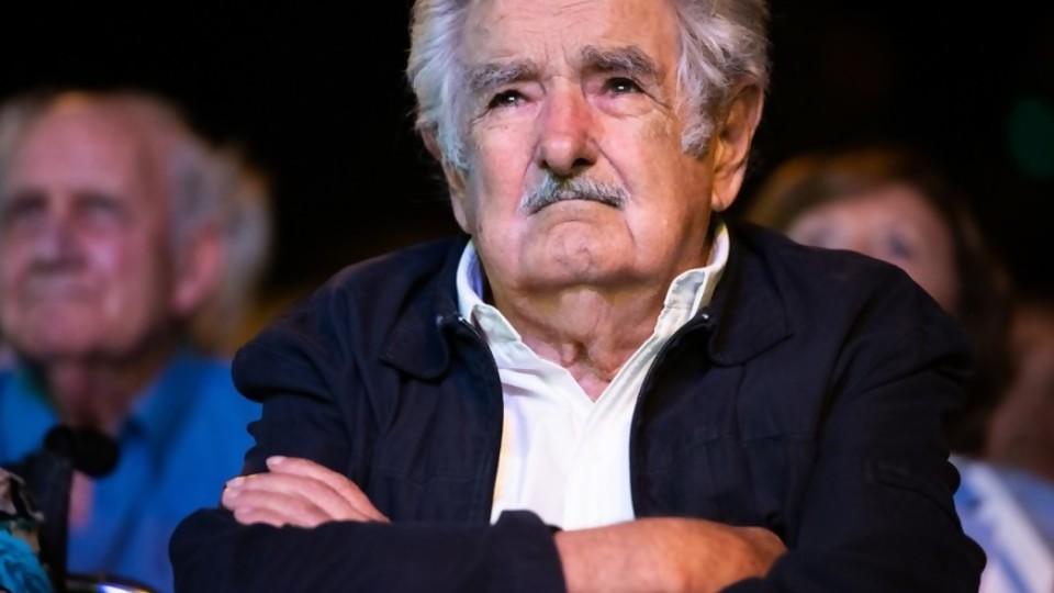 Cuerpos extraños dentro de cuerpos extraños: qué se tragó Mujica y moonwalking del delito de peligro contra la salud pública —  Columna de Darwin — No Toquen Nada   El Espectador 810